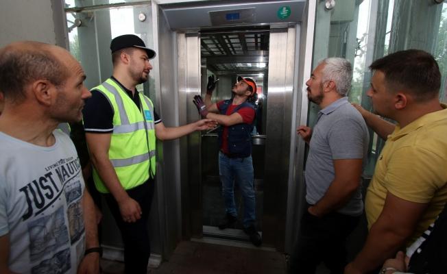 Asansörde kalanlar nasıl kurtarılır?