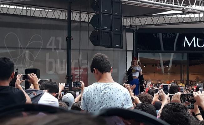 Aleyna'dan mini konser