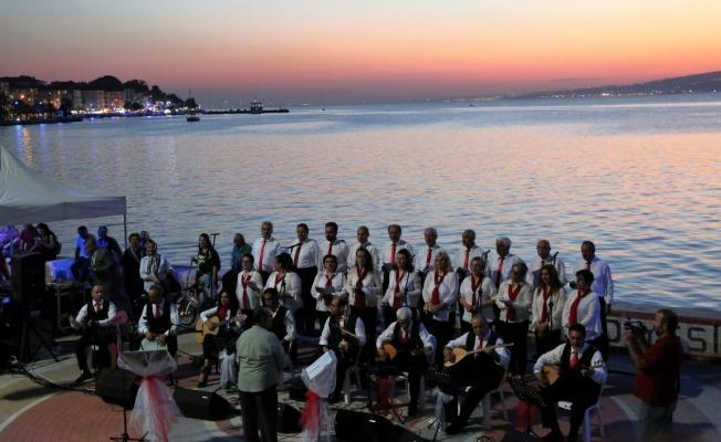 Değirmendere'de gün batımında konser