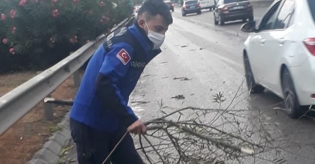 Kocaeli'de etkili olan hava muhalefetine ekipler müdahele etti