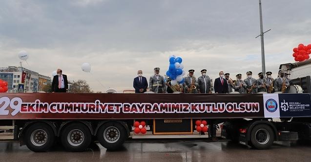 29 Ekim coşkusu Kocaeli'deki caddelere taşındı!