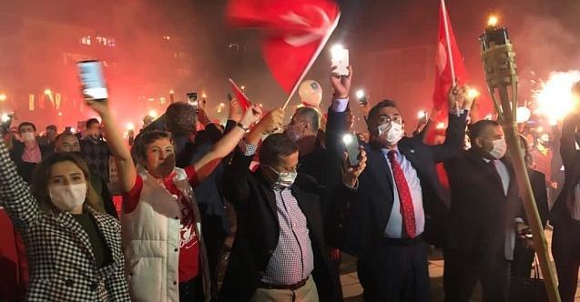 İYİ Parti Kocaeli'den meşaleli Cumhuriyet yürüyüşü!