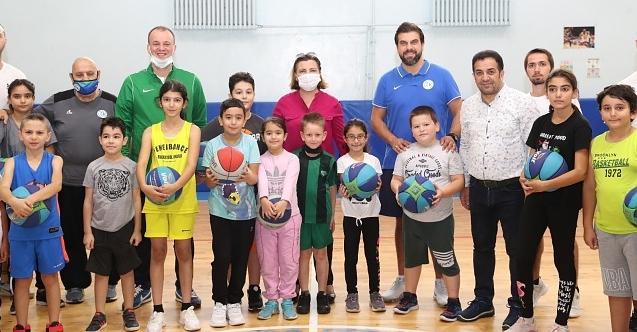 İzmit Belediyesi basketbol okulları yoğun ilgiyle devam ediyor