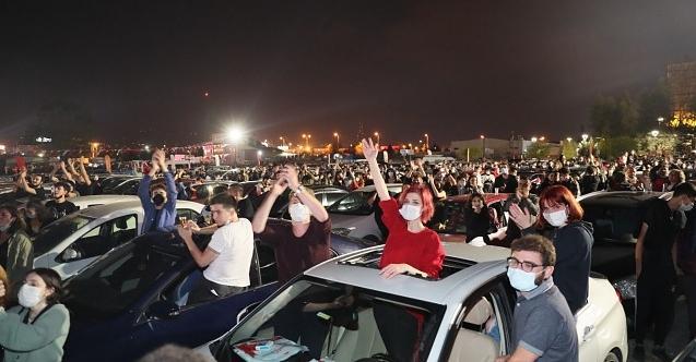 İzmitliler Cumhuriyet coşkusunu Manga konseriyle doyasıya yaşadı