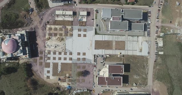 Kartepe kent meydanı inşaatı ilerliyor