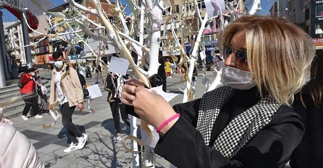 İzmit Belediyesi Kadınlar Günü'ndediktiği dilek ağacı ile farkındalık yarattı