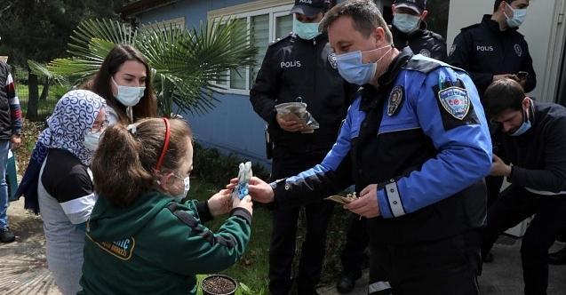 İhbara giden polisler, duygu dolu anlar yaşadı
