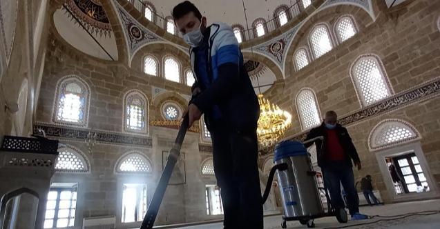 Yeni Cuma Camii İzmit Belediyesi tarafından tertemiz yapıldı