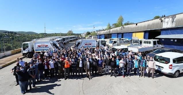 İzmit Belediyesi yönetimi emekçilerle bayramlaştı