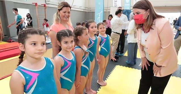 """Başkan Hürriyet, minik cimnastikçileri yalnız bırakmadı  """"Çocuklarımıza yatırım, geleceğimize yatırımdır"""""""