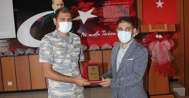 Gazeteci Eranil başardı: İki şehidimiz adına kütüphane açıldı!