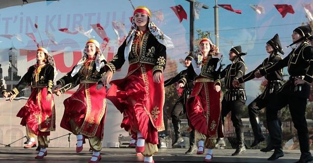 Ülkenin dört bir yanından gelen halk dansları toplulukları 100. yıl coşkusuna ortak oldu