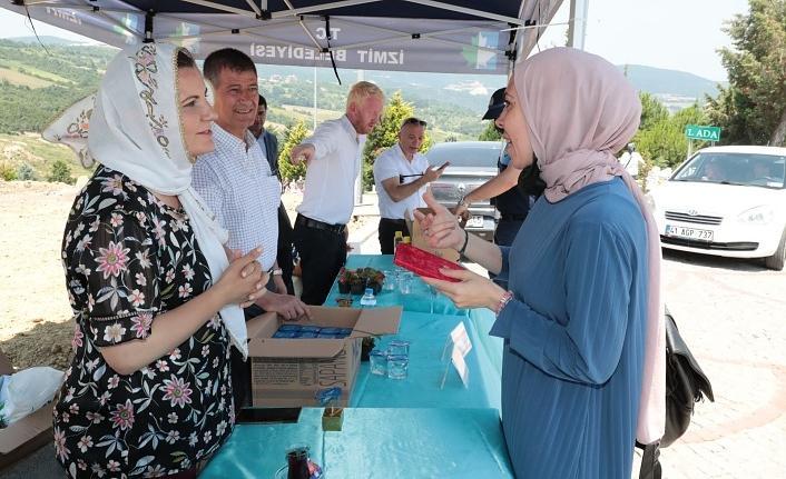 Başkan Hürriyet Kabristan ziyaretlerinde, vatandaşlara Yasin-i Şerif hediye etti