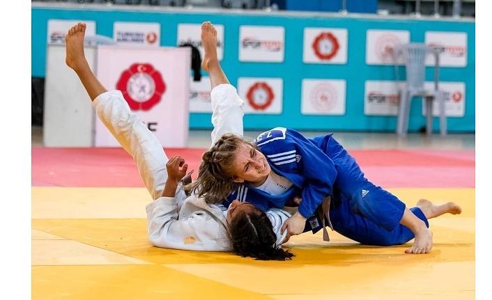 Büyükşehir Kağıtsporlu Judoculardan tarihi başarı