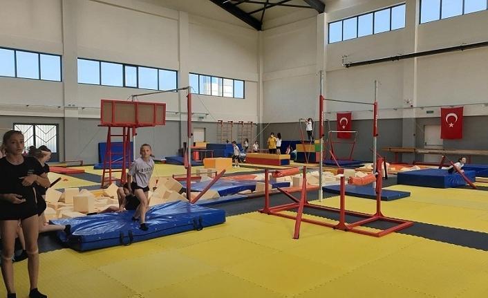 Kandıralılar, Kocaeli Olimpiyat Yıldızları Cimnastik Kulübünde..
