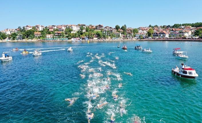Açık Su Yüzme Yarışı'nda derece yapan sporculara ödülleri verildi