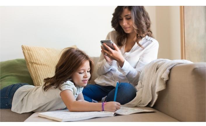 Anneler mobil oyunlarla eğleniyor ve rahatlıyor