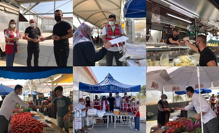 İzmit Çınar Ekibi, pazarcılara aşure ikram etti