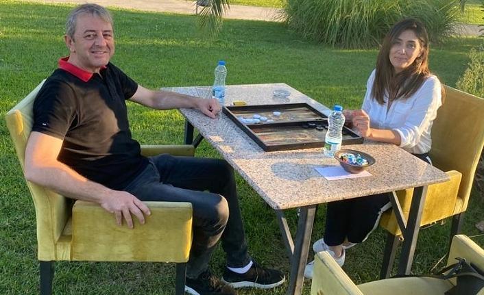 Kandıra'nın 2 siyasetçisi bir araya geldi, tavla partisinde ne konuşuldu?
