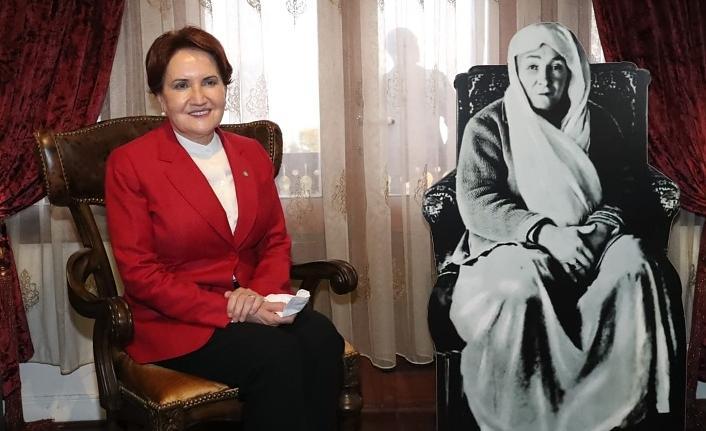 İZGİM'in açılışı için İzmit'e gelen Akşener önce Atatürk Evi'ne gitti