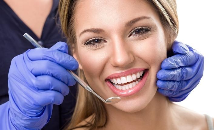 Sarı dişlerden, mükemmel beyaz dişlere geçmenin 4 yolu